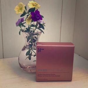 it Cosmetics's Bye Bye Pores Bronzer 🌞